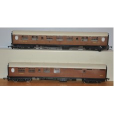 Hornby LNER Teak Passenger Coaches 1010 1870 Brake Train OO Gauge Railway Rake