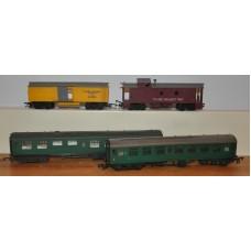 Vintage TriAng TR22831 Caboose 7482 Restaurant Coach Brake OO Gauge Model Train